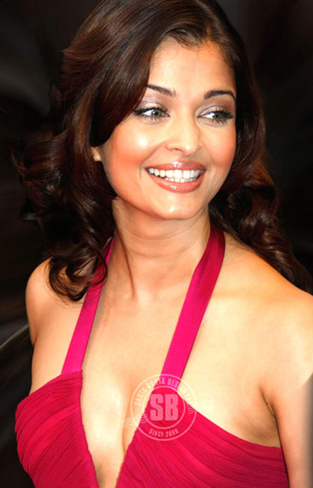 Aishwarya Spicy Pose Photo Shoot In Red
