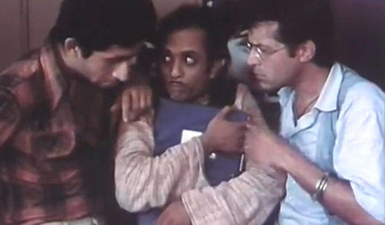 Naseeruddin And Ravi Still From Jaane Bhi Do Yaaro