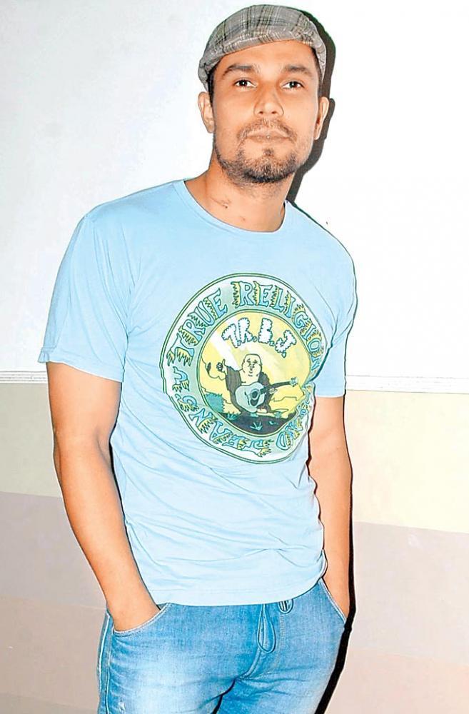 Randeep Hooda Posed At Jaane Bhi Do Yaaron Special Screening