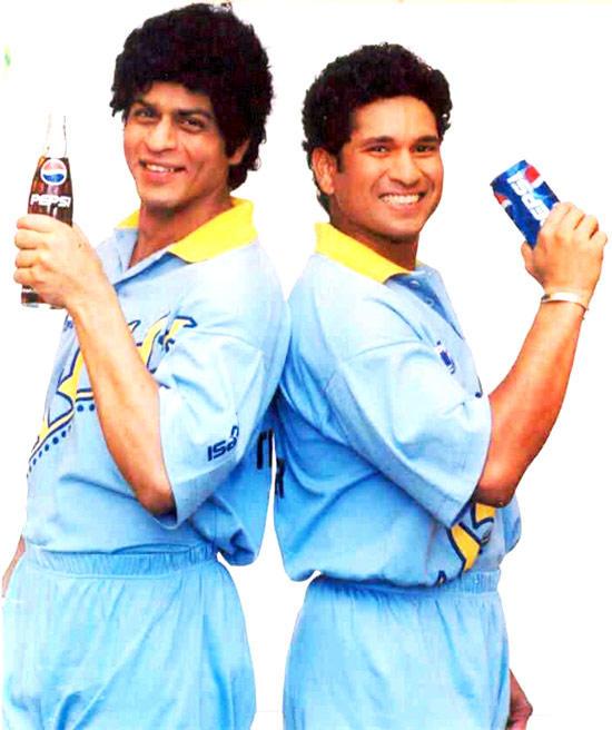 Shahrukh And Sachin Smiling Photo Shoot For Pepsi Ad