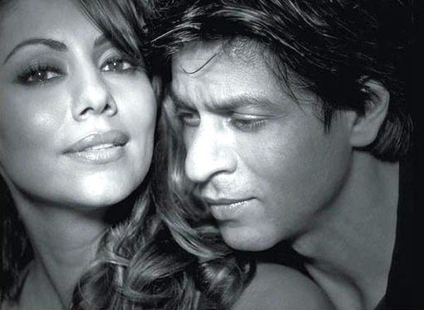 Shahrukh And Wife Gauri Romantic Cool Still
