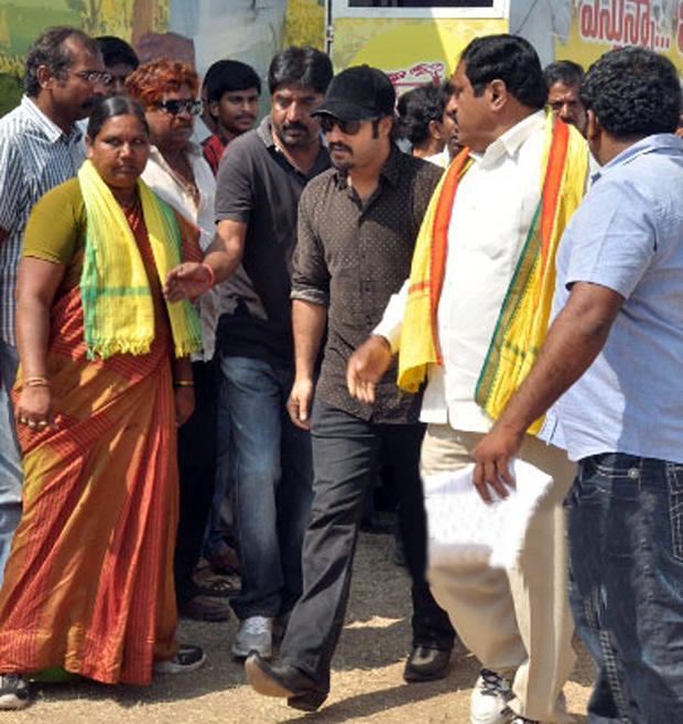 Jr NTR Photo Still At Vastunna Meekosam To Meet TDP Chief