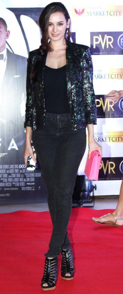 Evelyn Sharma During The Premiere Of Skyfall