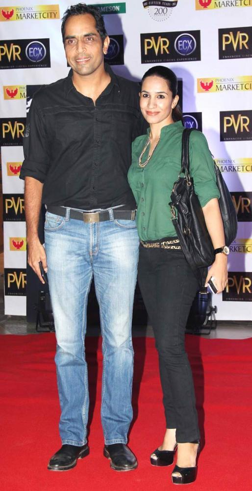 Vishwajeet With His Wife Spotted At The Premiere Of Skyfall