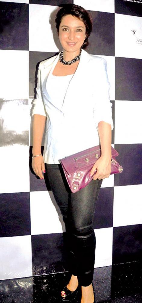 Tisca Chopra Posed For Camera At The Thailand Sawan Store Launch