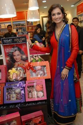 Dia Mirza Photo Still While Promoting The Body Shop At Delhi