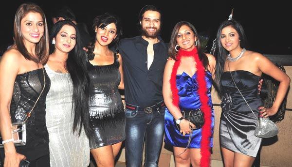 Atul Agnihotri With Girl Gang At Gurmeet Choudhary's Jhalak Success Bash