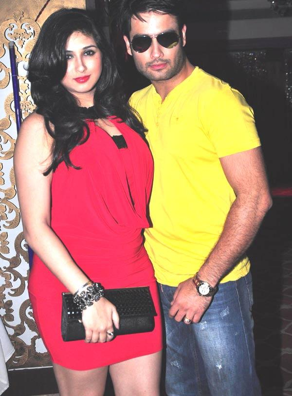 Vivian With Wife Vahbbiz At Gurmeet Choudhary's Jhalak Success Bash