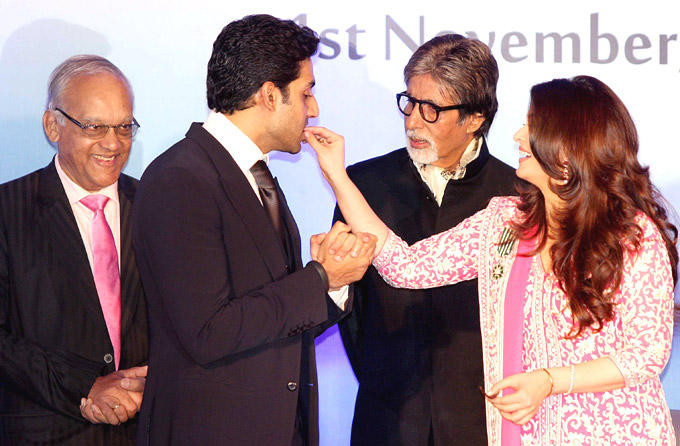 Aishwarya Offers Cake To Her Husband Abhishek Bachchan