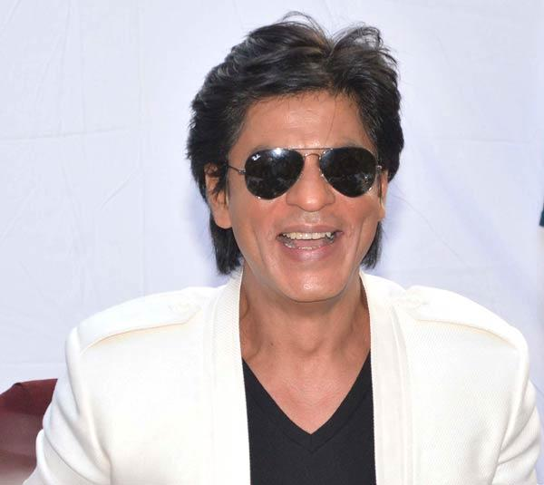 Shahrukh Khan Flashes A Sweet Smiling Still