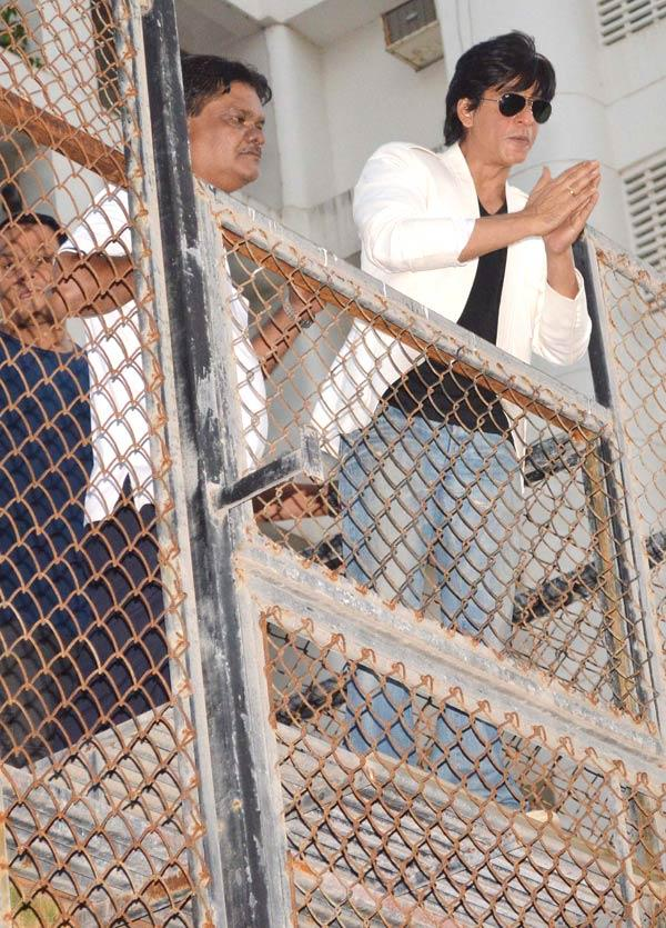 Shahrukh Khan Waves To Fans Outside His Home