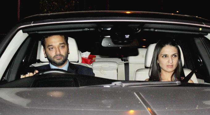 Sunny And Anu Spotted At Shahrukh Khan Birthday Bash
