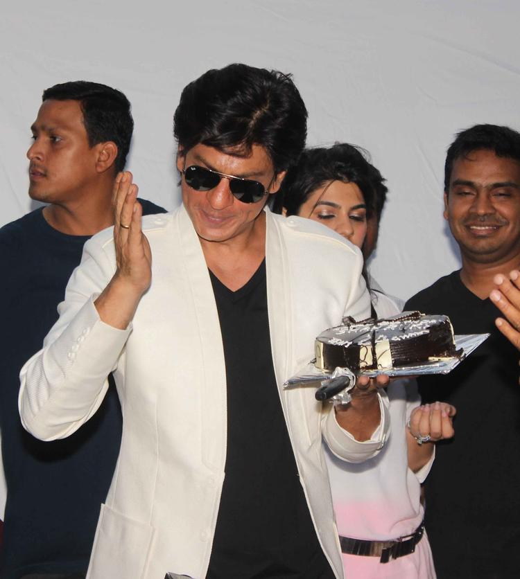 Shahrukh Khan Nice Looking Still With Cake On His 47th Birthday