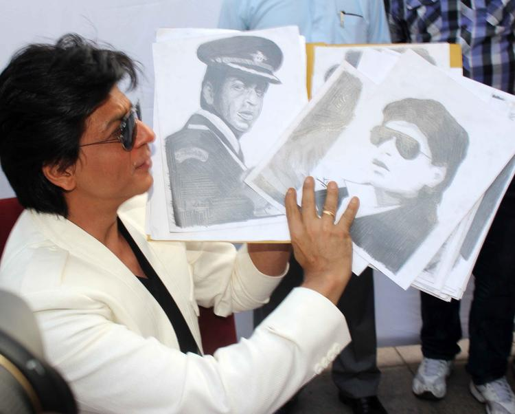 Shahrukh Khan Shows His Own Film Photo On His 47th Birthday