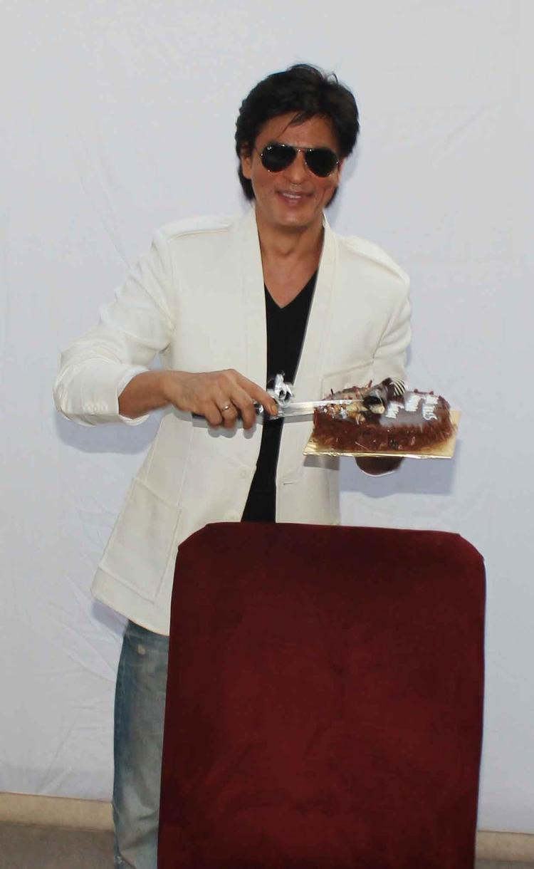 Shahrukh Khan Smiling Photo With His Birthday Cake