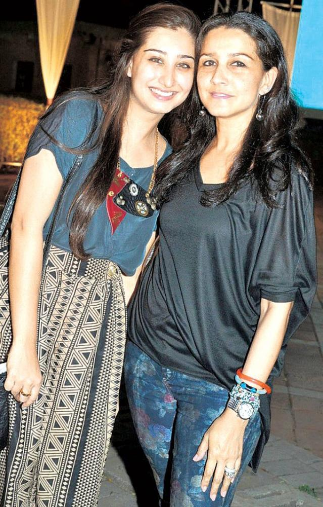 Kahini Merchant Came Along With Her Friends At Double Decker Show Launch