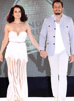 Kangana Ranaut Walks With Gavin Miguel On The Ramp At Blenders Pride Fashion Week 2012