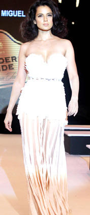 Kangana Ranaut Walks On The Ramp At Blenders Pride Fashion Week 2012