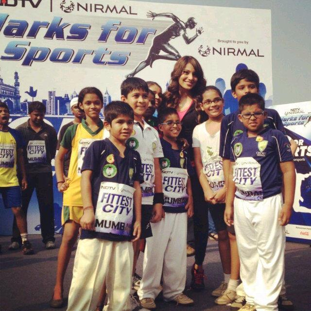 Bipasha Basu With Kids Clicked At The NDTV Nirmal Lifestyle Marks For Sports