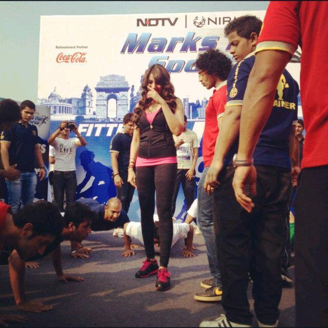 Bipasha Basu Snapped At The NDTV Nirmal Lifestyle Marks For Sports