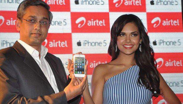 Esha Gupta Clicked At Iphone 5 Launch
