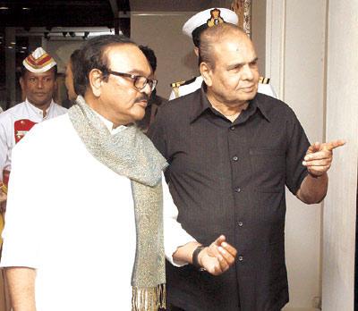 Governor K Sankaranarayanan Enters Along With Chaggan Bhujbal At Devangana Kumar Art Exhibition