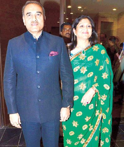 Praful Walks In With His Wife Varsha At Devangana Kumar Art Exhibition