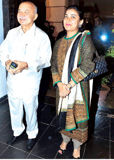 Sushil Kumar Shinde With His Daughter Spotted At Devangana Kumar Art Exhibition