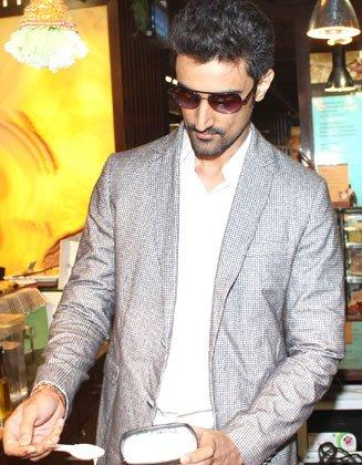 Kunal Kapoor Cooks Food Winners Of Contest For LSTCK