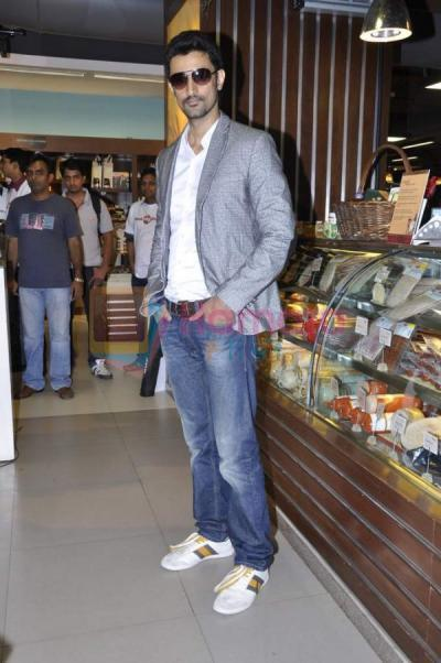 Kunal Kapoor Pose For Camera At High Street Phoenix For Promoting Upcoming Movie LSTCK