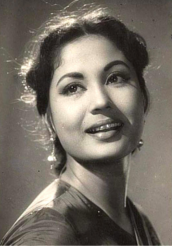 Late Meena Kumari Smiling Still