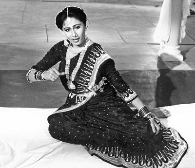 Late Smita Patil Performs Mujra Dance Still