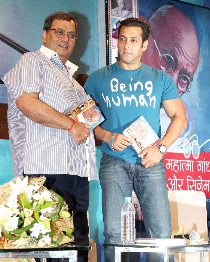 Salman And Subhash Posed At The Launch Of Book Mahatma Gandhi And Cinema