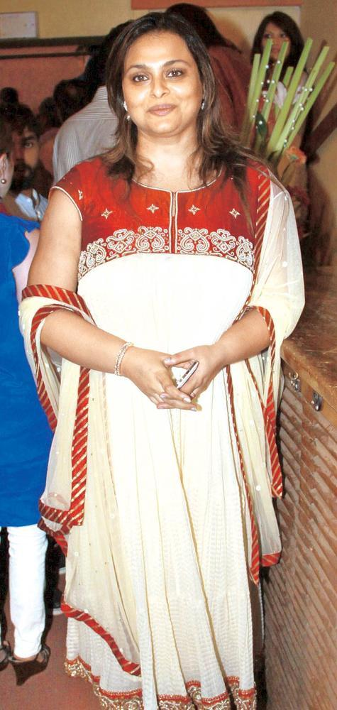 Shilpa Cute Look With Smiling At The Launch Of Book Mahatma Gandhi And Cinema
