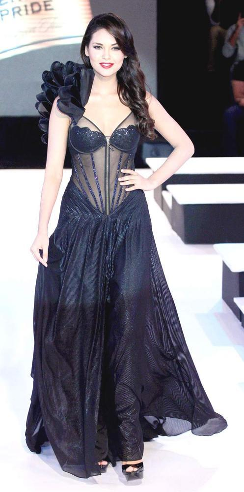 Esha Gupta Hot Gorgeous Pic On Ramp At BPFT