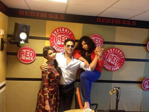 Akshay And Asin Photo Clicked At Radio Mirchi 93.5 FM Station