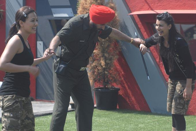 Sidhu Calls For Fight To Mink And Sana On Bigg Boss 6