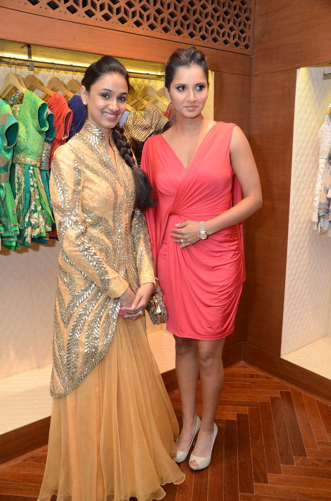 Sania Mirza Beautiful Posed At Shantanu And Nikhil Designer Store Launch