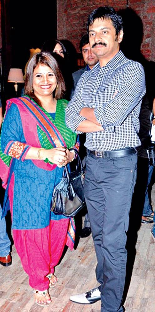 Joint Commissioner Traffic Brijesh Singh With His Wife Photo Clicked While Enjoy An Evening Of Art