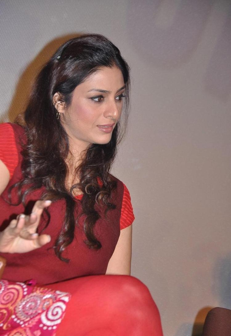 Nice Bollywood Hot Actress Tabu Latest Glamour Still At Life Of Pi Movie Press Meet