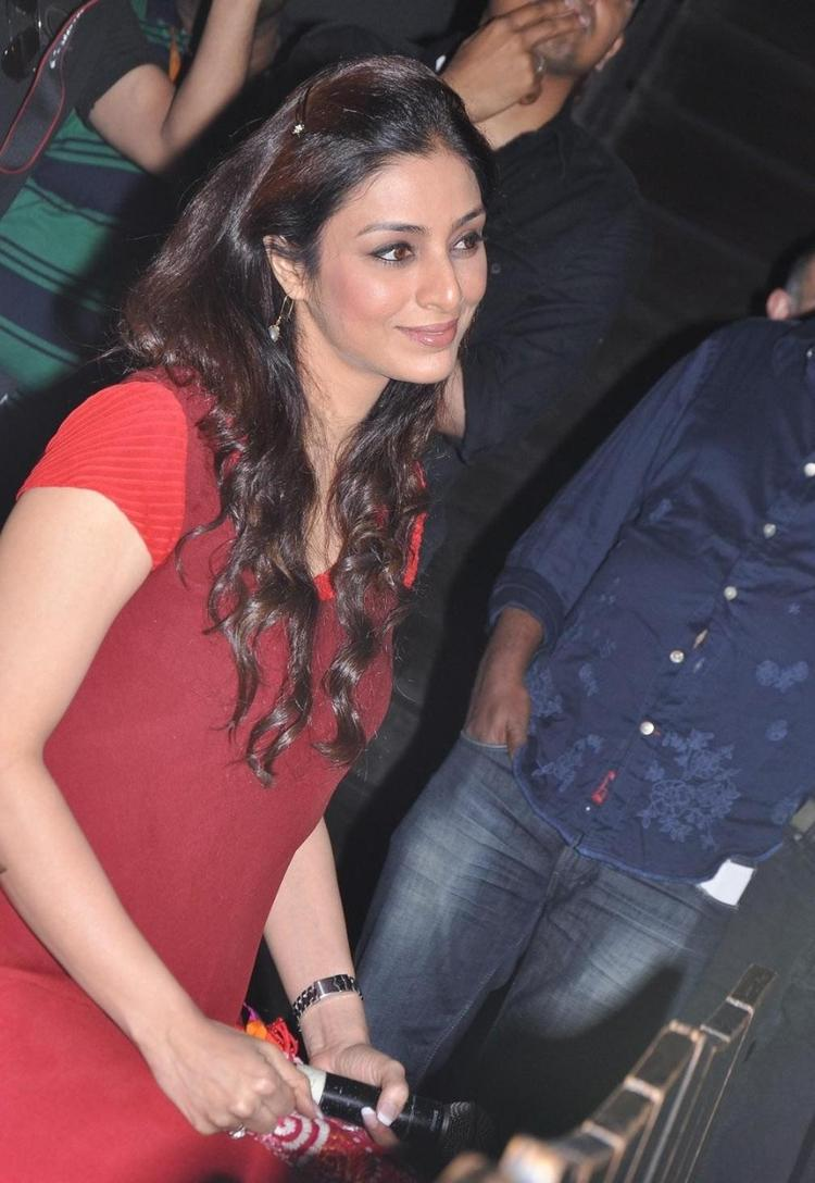 Tabu Completed Her Look With Flowing Hair Still At Life Of Pi Movie Press Meet