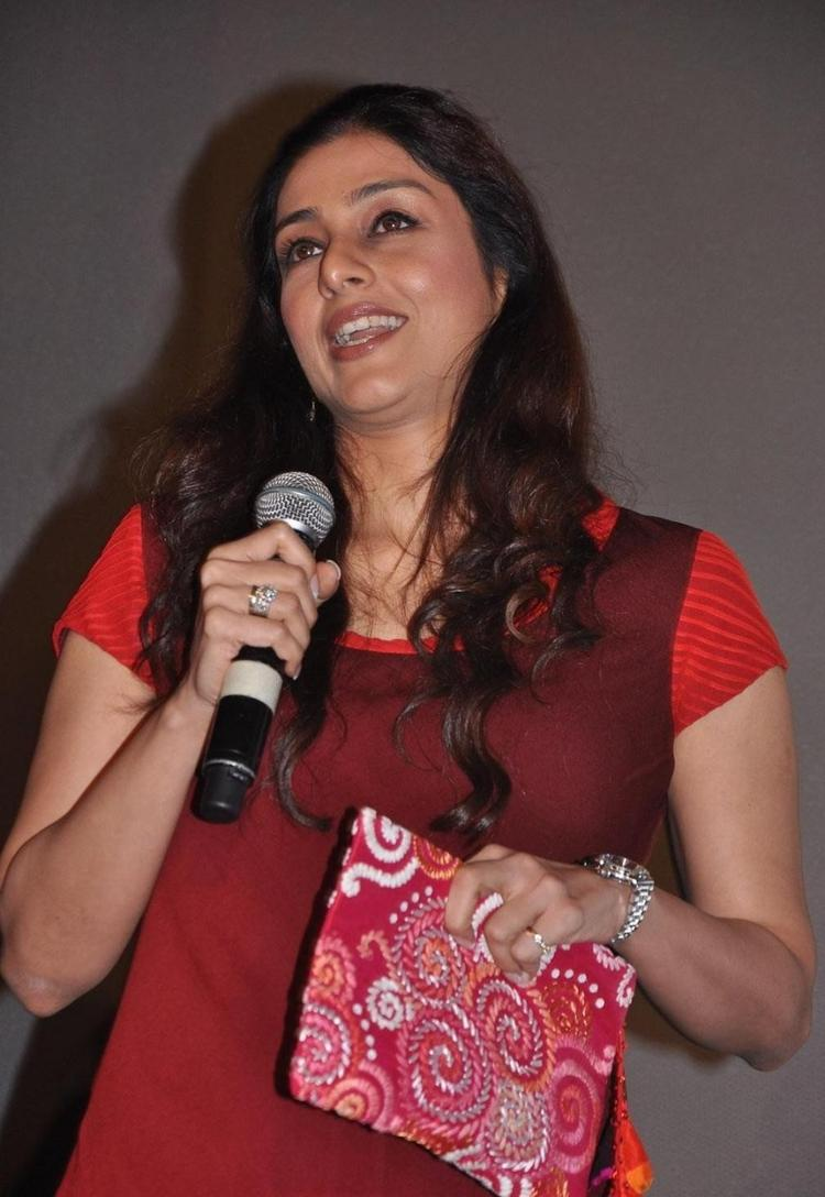Tabu Photo Clicked On Life Of Pi Movie Press Meet