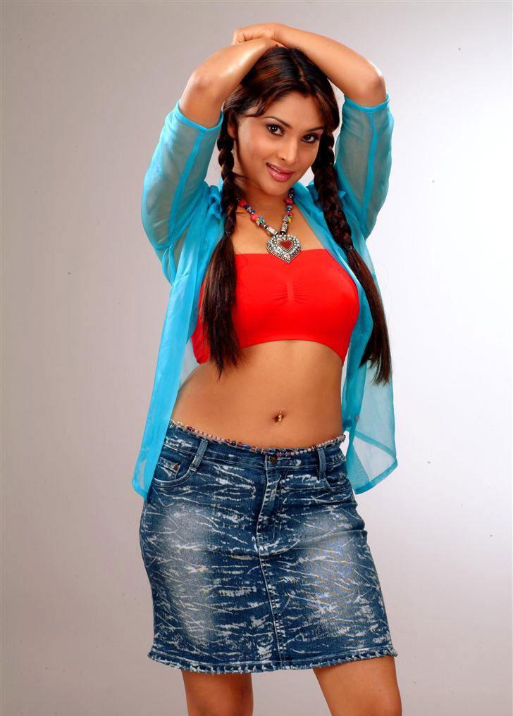 Ramya Navel Show Sexy Still