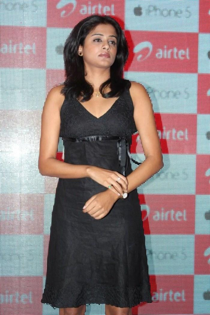 Priyamani Cute Look Still At Airtel Apple IPhone 5 Launch