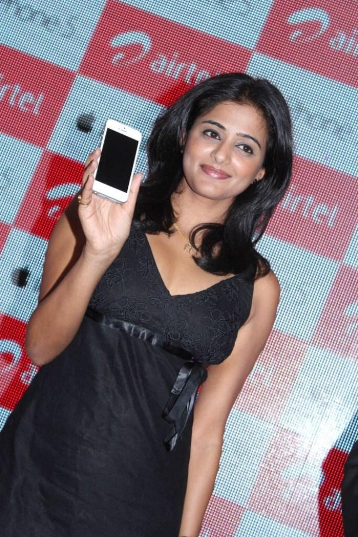 Priyamani Smiling Still With Airtel Apple IPhone 5