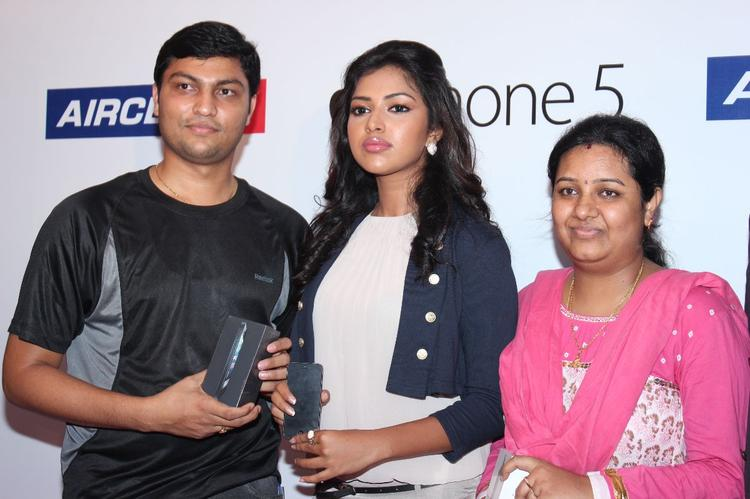 Amala Paul Attend The Launching Event Of Apple Iphone 5 Launch For Aircel