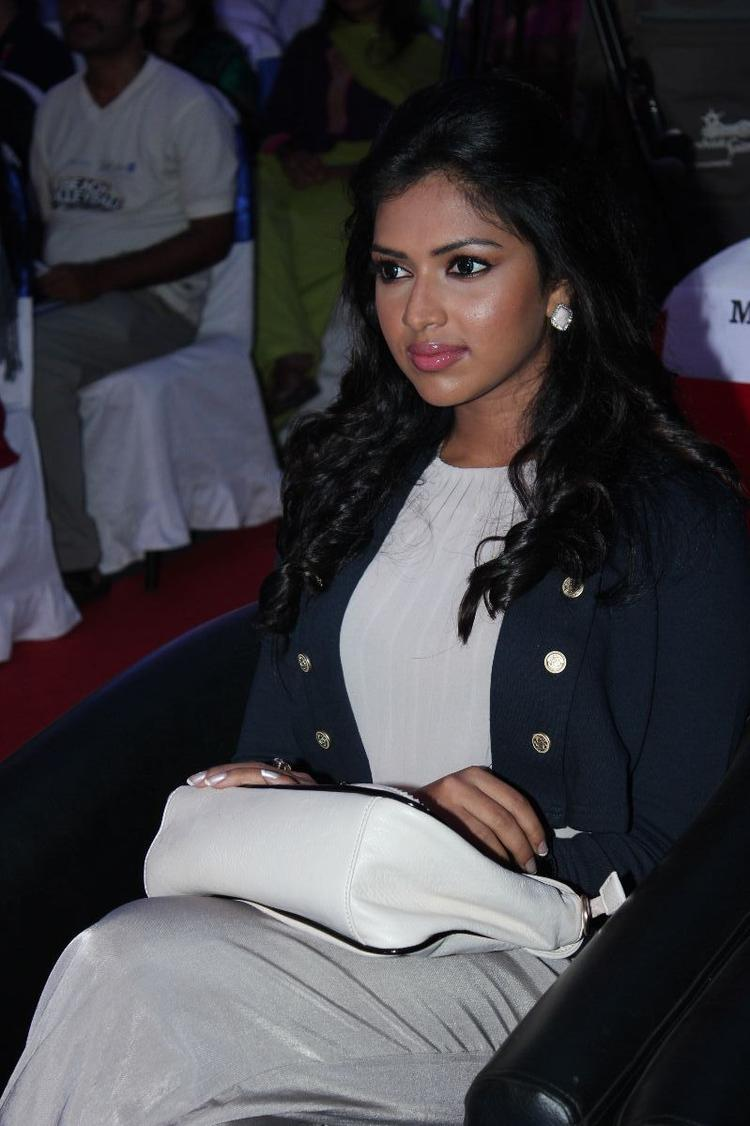 Amala Paul During The Launch Of Apple Iphone 5 Launch For Aircel