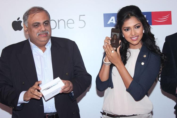 Amala Paul  Launches Apple Iphone 5 Apple For Aircel
