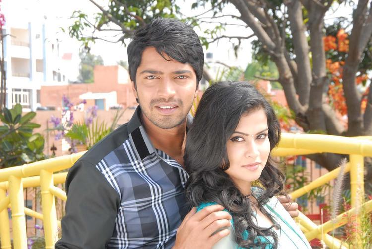 Allari And Sharmila Nice Look Still From Movie Kevu Keka