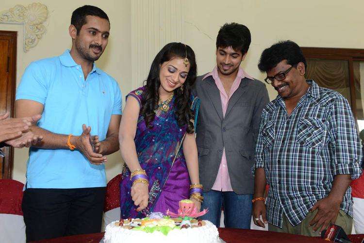 Reshma Cutting Cake At Her Birthday Bash